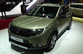 Dacia Sandero 2018 3 Green Dacia Stepway front and side view